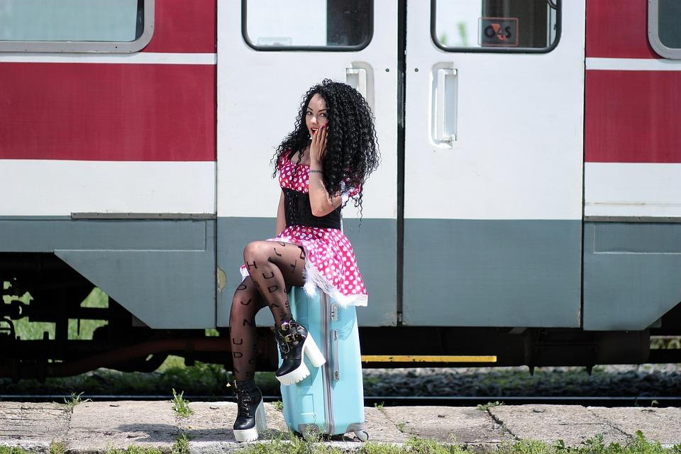 Chica, Estación De Tren, Llamando, Maleta, Tren, Peron